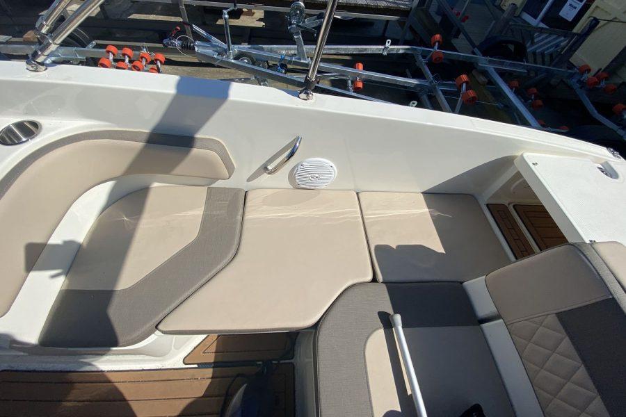 Bayliner VR6 Bowrider -side-cushion