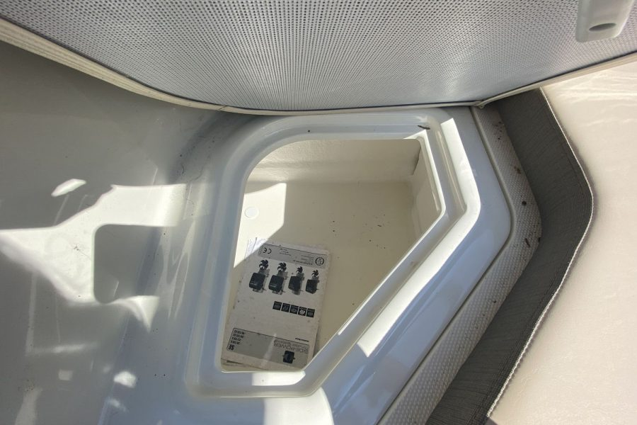 Bayliner VR6 Bowrider -storage 3