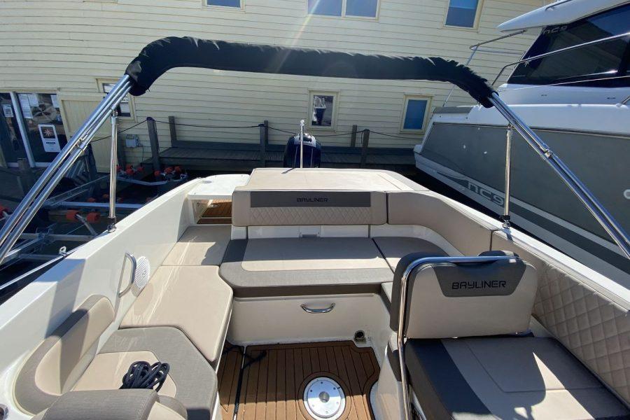 Bayliner VR6 Bowrider -back-deck