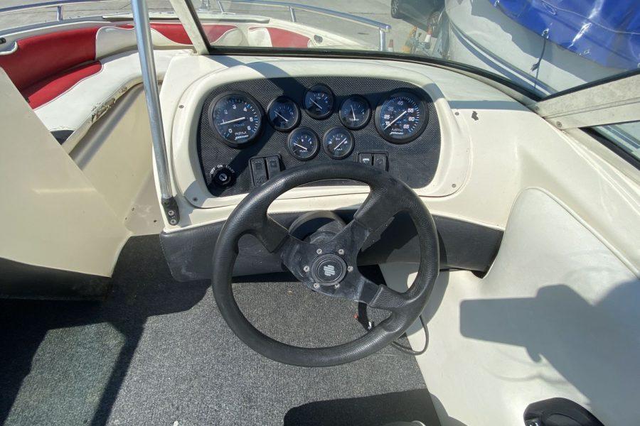 Fletcher Arrowstreak 17 GTS sportsboat - dash and steering wheel