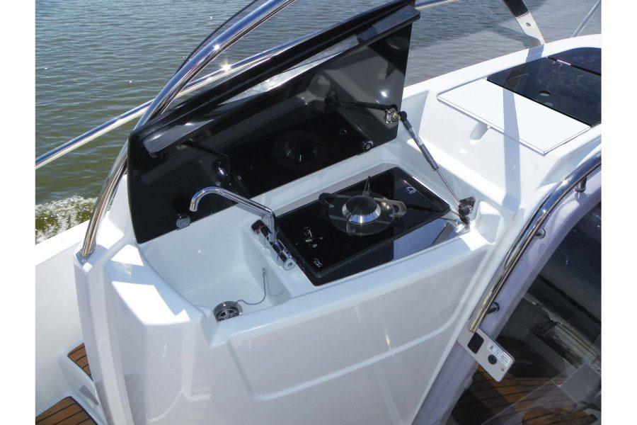 Jeanneau Cap Camarat 9.0 WA (sports boat / cruiser) - cockpit galley