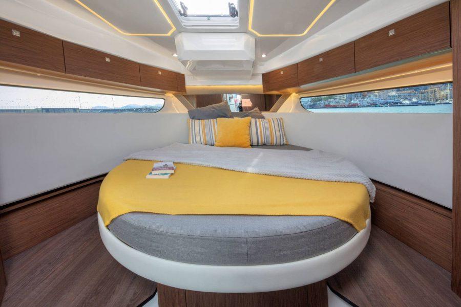 Jeanneau Merry Fisher 1095 wheelhouse fishing boat - forward cabin