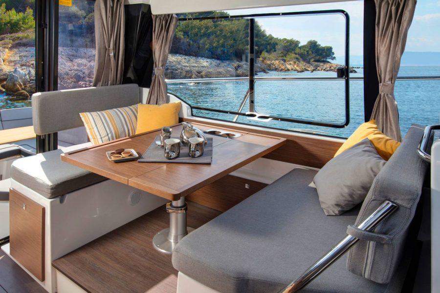 Jeanneau Merry Fisher 1095 wheelhouse fishing boat - port side saloon table