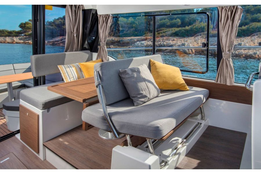 Jeanneau Merry Fisher 1095 - co-pilot seat converts to seating at table