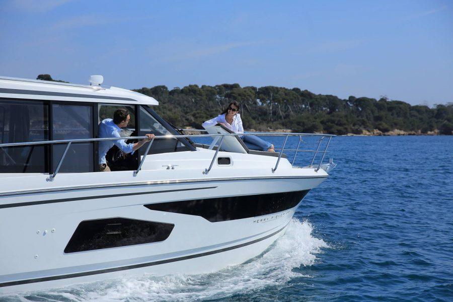 Jeanneau Merry Fisher 1095 wheelhouse fishing boat - bow sun lounger