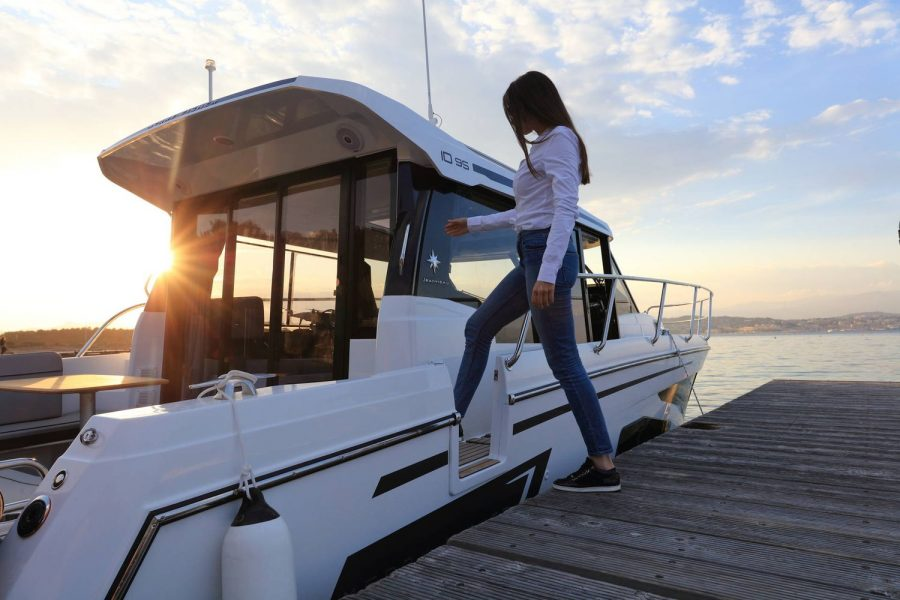 Jeanneau Merry Fisher 1095 wheelhouse fishing boat - side gate for easy access from moorings