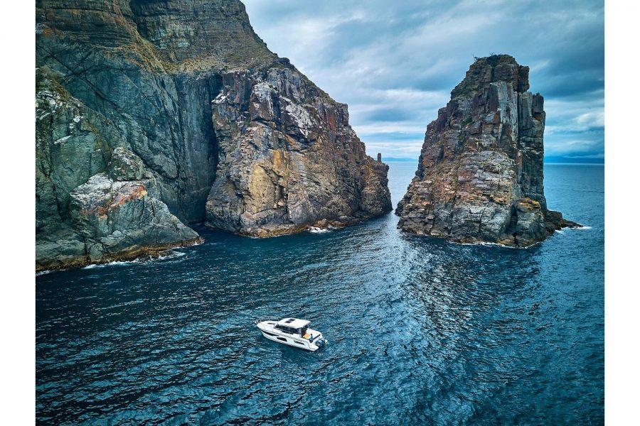 Jeanneau Merry Fisher 1095 wheelhouse fishing boat - navigating a bay