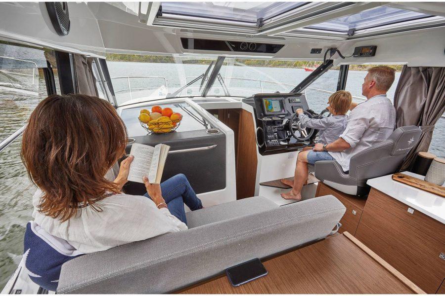 Jeanneau Merry Fisher 1095 wheelhouse fishing boat - pilot and co-pilot seats