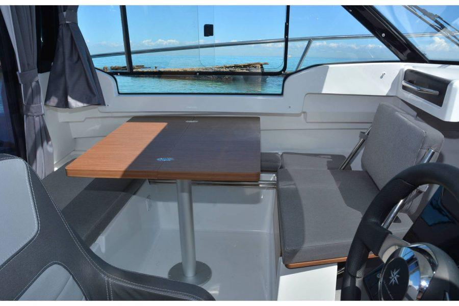Jeanneau Merry Fisher 695 - wheelhouse table