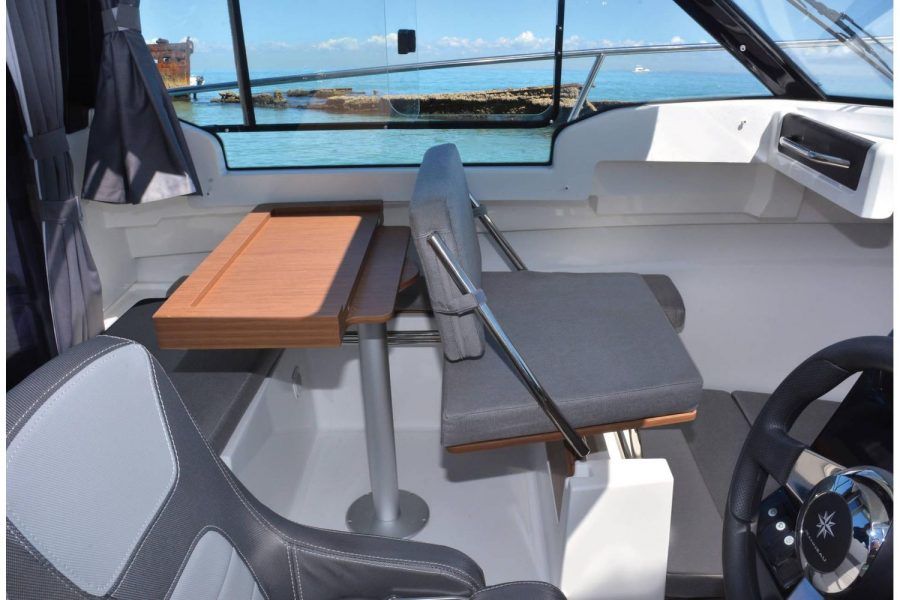 Jeanneau Merry Fisher 695 - co-pilot bench seat
