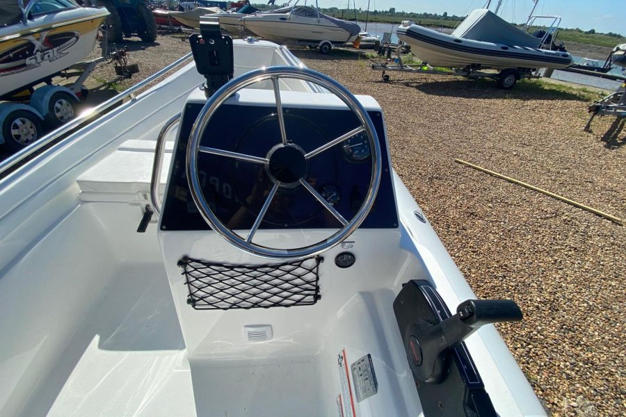 AB Inflatables - Nautilus 15 DLX RIB - console and engine controls