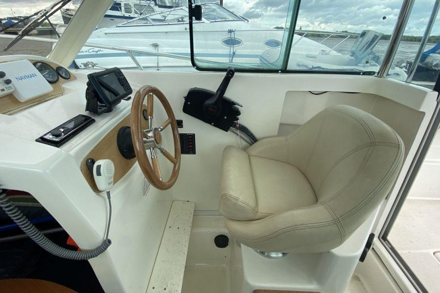 Merry-Fisher-625 -wheelhouse-side