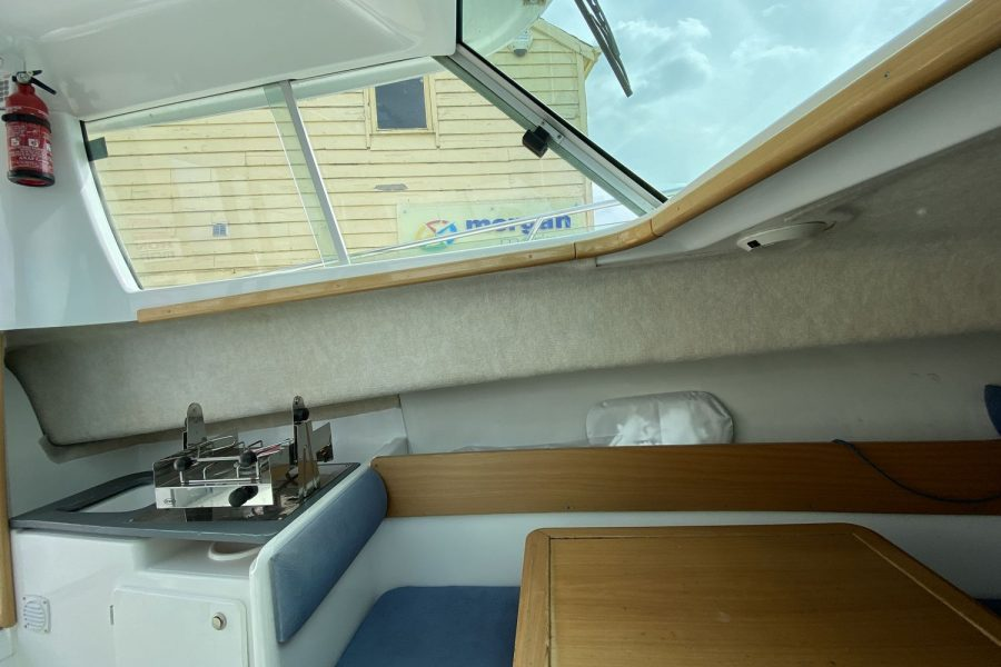 Jeanneau-Merry-Fisher-695-Fish-On-galley-left