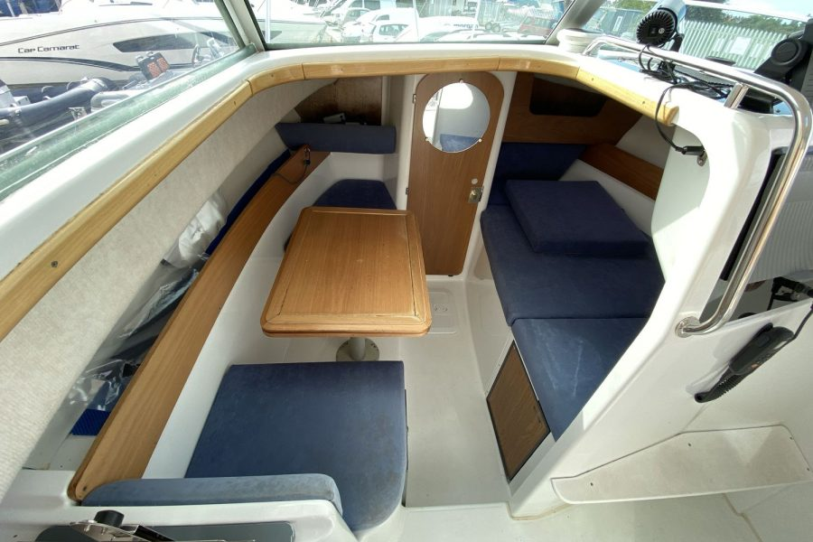 Jeanneau-Merry-Fisher-695-Fish-On-overview-of-galley