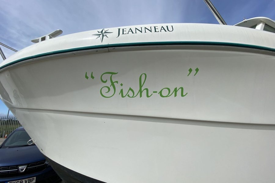 Jeanneau-Merry-Fisher-695-Fish-On-name