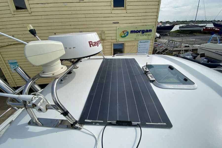 Jeanneau-Merry-Fisher-695-Fish-On-solar-panel-on-roof
