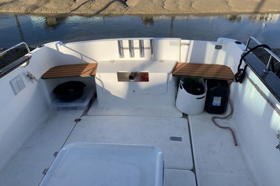 Jeanneau Merry Fisher 635 Inboard Diesel - large cockpit area