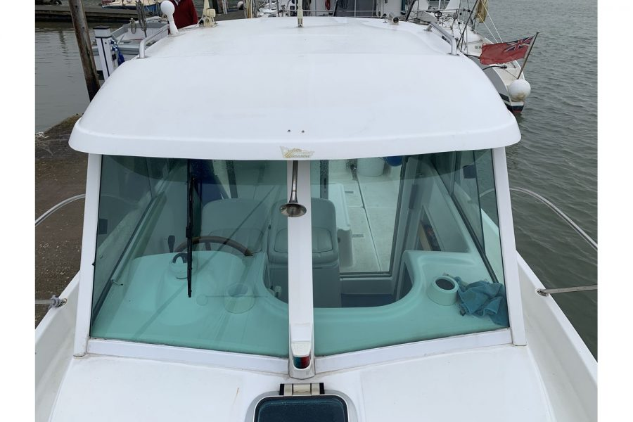 Jeanneau Merry Fisher 635 Inboard Diesel - windscreen from bow