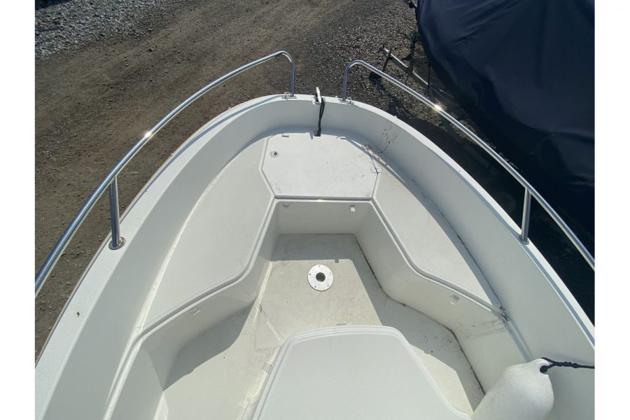 Jeanneau Cap Camarat 4.7 CC - open bow with seating