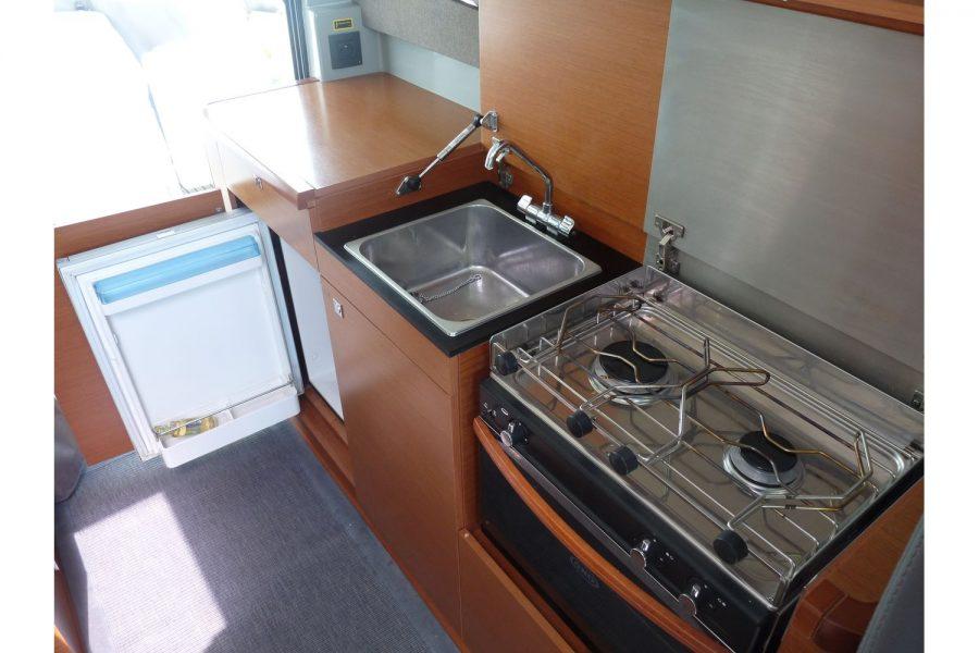 Jeanneau NC 9 diesel cruiser - wheelhouse galley