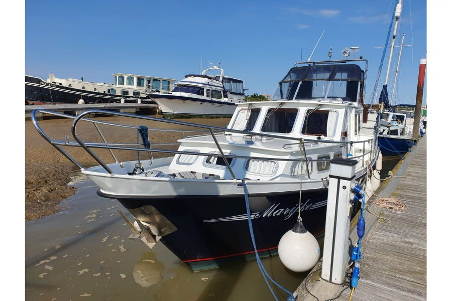 Pedro 36 - Steel Hull Diesel Cruiser - view from pontoon to bow