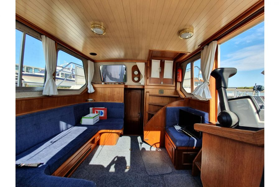 Pedro 36 - Steel Hull Diesel Cruiser - wheelhouse saloon towards aft