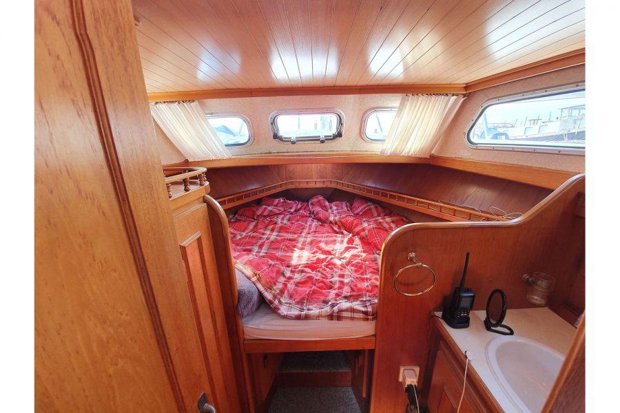 Pedro 36 - Steel Hull Diesel Cruiser - forward cabin