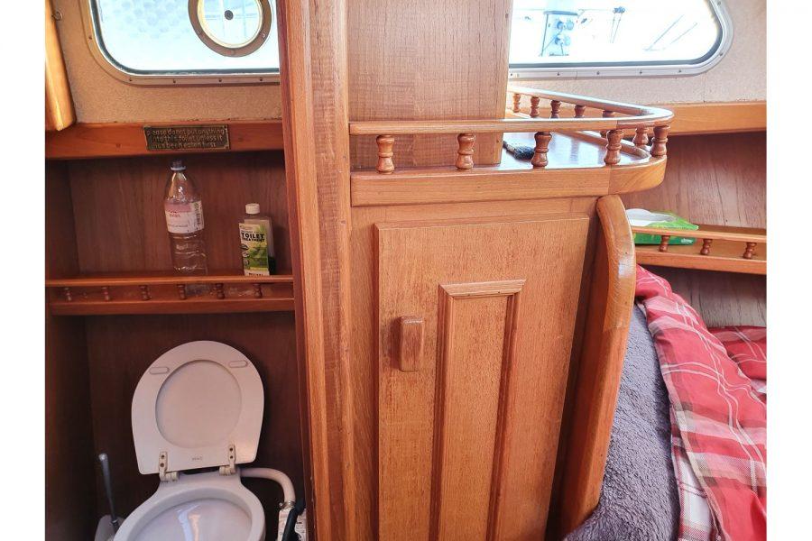 Pedro 36 - Steel Hull Diesel Cruiser - forward toilet compartment