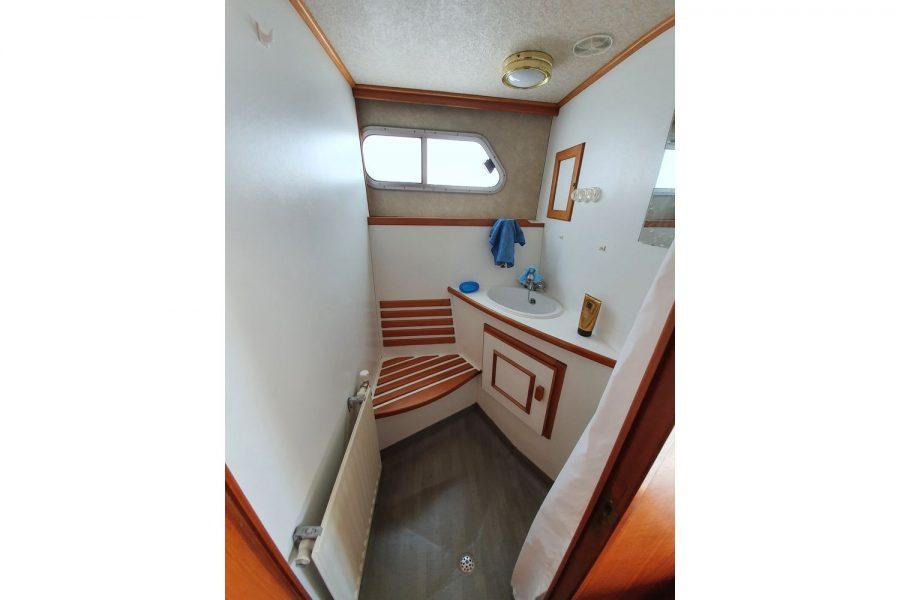 Pedro 36 - Steel Hull Diesel Cruiser - shower compartment