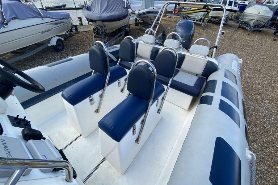 Fast-Forward-bench-seats