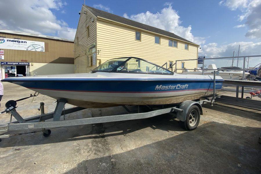 MasterCraft ProStar 190 ski boat -