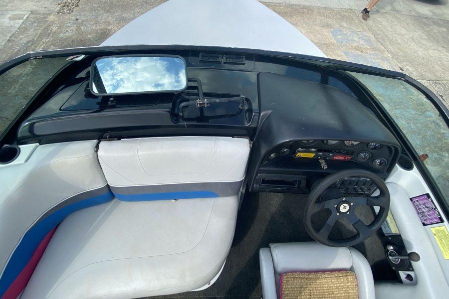 MasterCraft ProStar 190 ski boat - aft facing co-pilot seat
