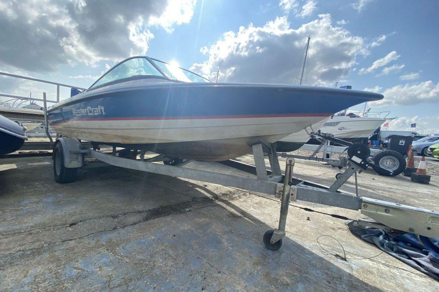MasterCraft ProStar 190 ski boat - bow and keel