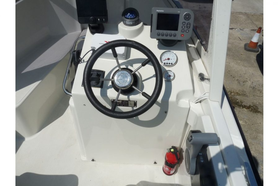 Orkney 522 fishing boat - helm position