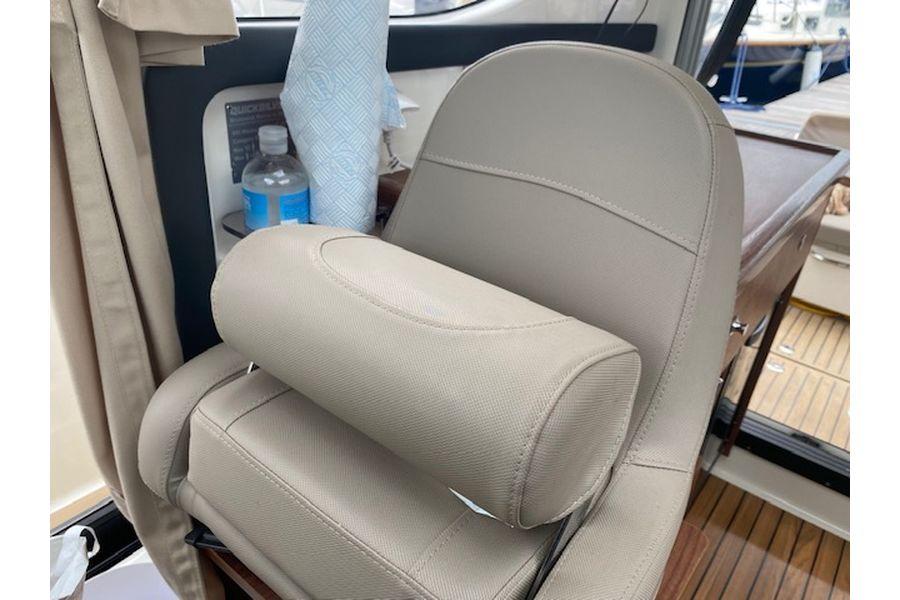 quicksilver-855-weekend-bolster-seat