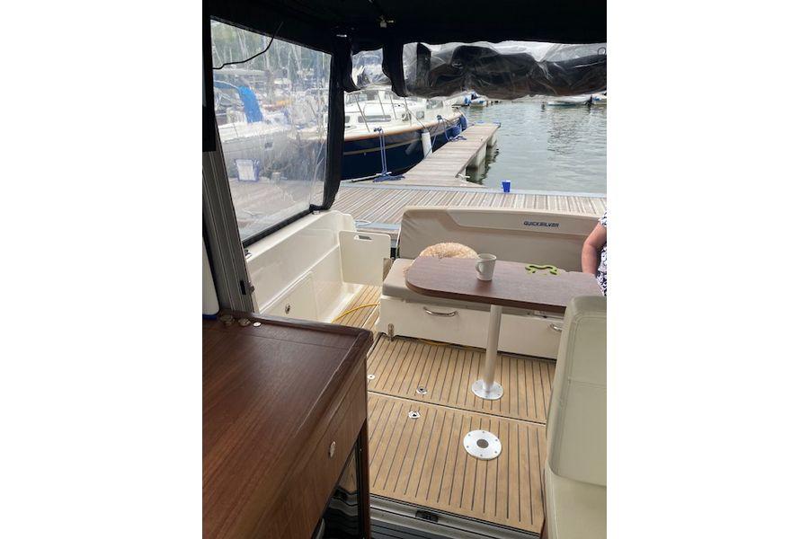 quicksilver-855-weekend-cockpit-table