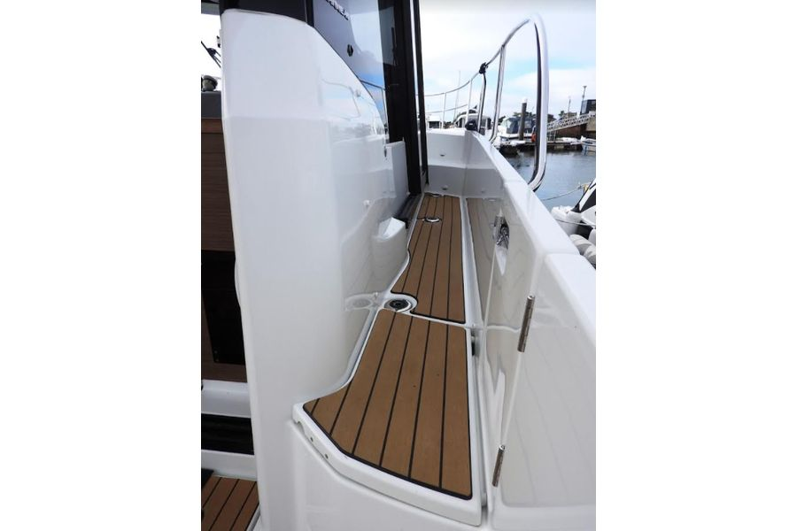 jeanneau-merry-fisher-895-side-deck