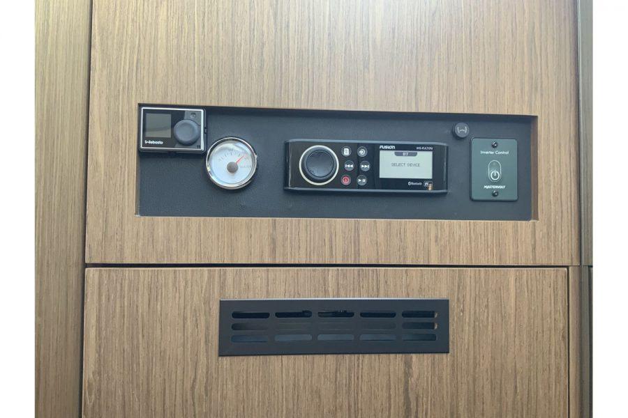 jeanneau-nc-33-fusion-radio