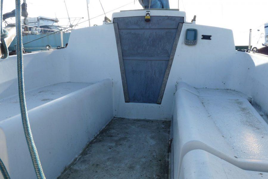 Pirate Express 17 Yacht - cockpit