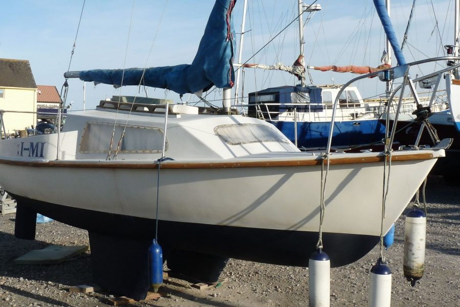 Pirate Express 17 Yacht - starboard side bow