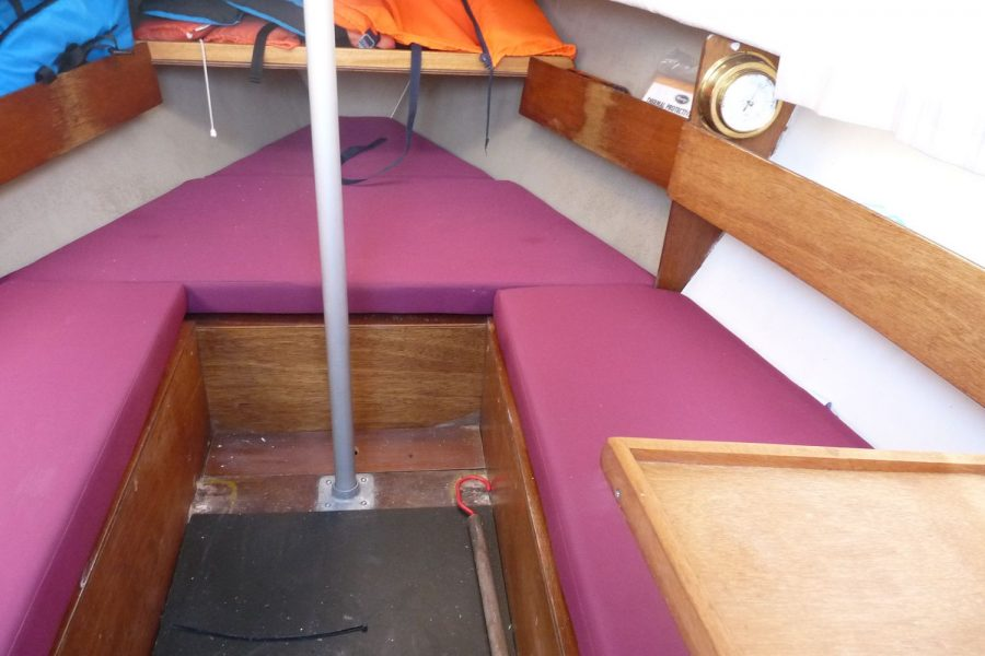 Pirate Express 17 Yacht - cabin