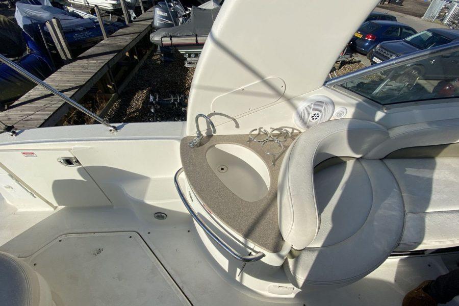Sea-Ray-260-Sundancer-deck-sink