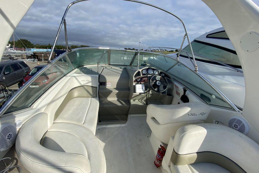 Sea-Ray-260-Sundancer-deck-view